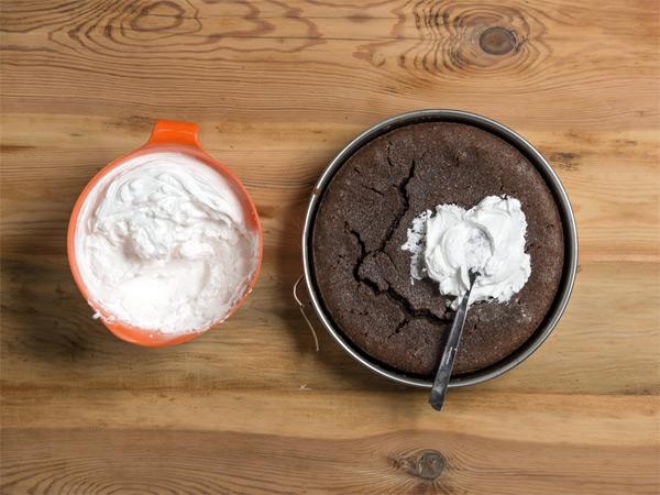 تکنیکهای طلایی شیرینی پزی، ترک خوردن کیک و شیرینی